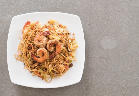 lo mein: fried noodles with shrimp on table