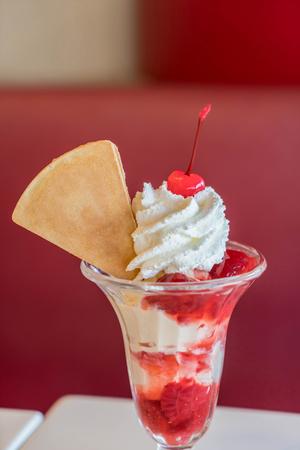 coppa di gelato: fragola sundae gelato al caff�