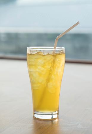 Iced bicchiere di tè crisantemo