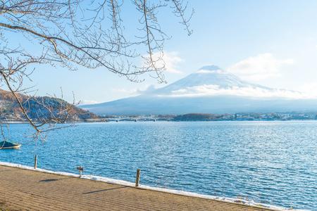Mountain Fuji San at  Kawaguchiko Lake in Japan. Stok Fotoğraf - 76250986
