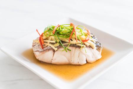 原料の醤油蒸し鯛魚