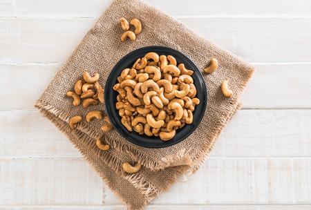 Roasted cashew nuts in bowl Standard-Bild