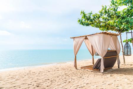해변에서 빈 아름다운 파빌리온 스톡 콘텐츠