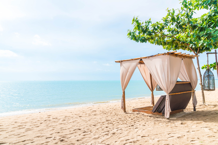 Pabellón hermoso vacío en la playa Foto de archivo - 78708742
