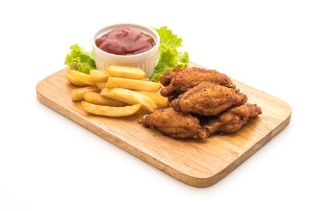 Alitas de pollo frito aisladas sobre fondo blanco Foto de archivo - 81071634