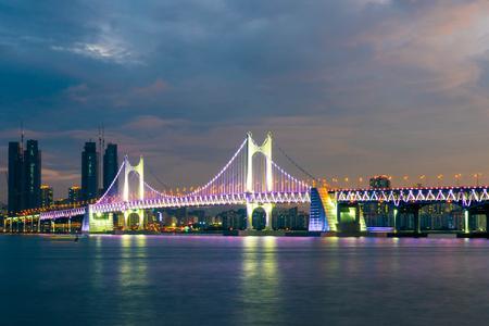Ponte di Gwangan con un bel cielo a Busan City, Corea del Sud. Archivio Fotografico - 82116911