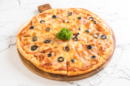 junk: pepperoni pizza - Italian food style