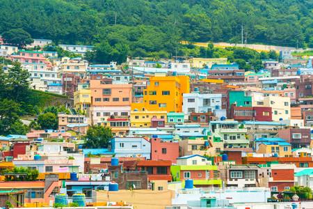 Schöne Architektur am Gamcheon Kulturdorf in Busan, Südkorea. Standard-Bild - 83359781