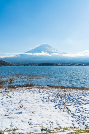 Mountain Fuji San at  Kawaguchiko Lake in Japan. Stok Fotoğraf - 88197350
