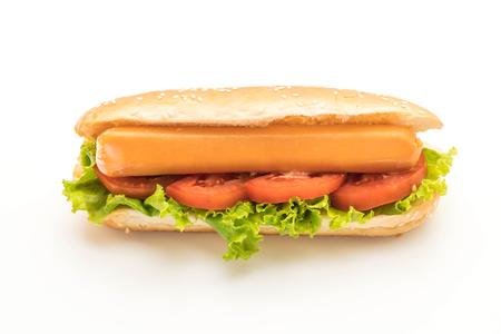 Perrito caliente con salchicha y tomate aislado sobre fondo blanco Foto de archivo - 88341177