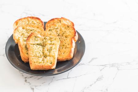 toast garlic bread on plate
