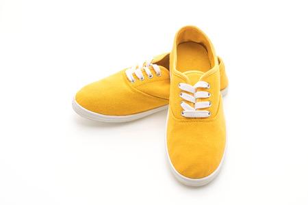 zapatillas amarillas aisladas sobre fondo blanco