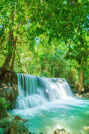 Beautiful Huay Mae Kamin Waterfall at Kanchanaburi in Thailand Reklamní fotografie - 91525651