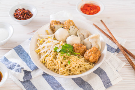 noodles bowl with fish ball - Asian food style 版權商用圖片