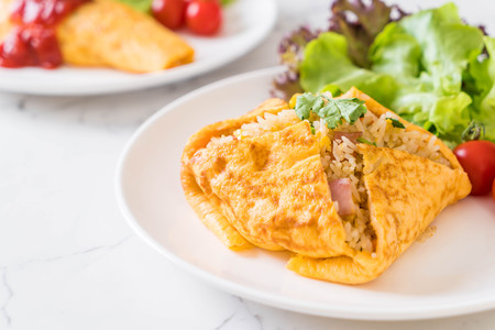 Flavored Fried Rice in an Omelet Wrapping with vegetable Reklamní fotografie