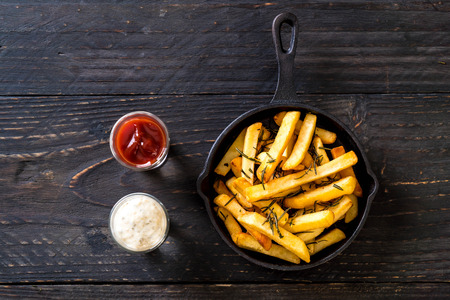french fries with sauce - unhealthy food Foto de archivo