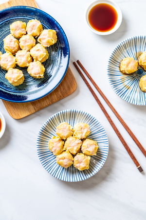 Shrimp Chinese Steamed Dumpling with sauce Archivio Fotografico - 101383209