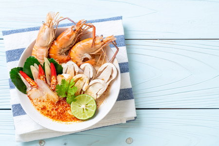 spicy shrimps soup (Tom Yum Goong) - Thai Traditional Food Stock Photo - 101486679