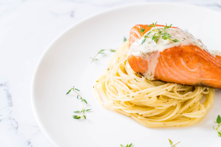 spaghetti with fried salmon on plate Archivio Fotografico