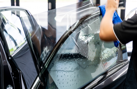 installs a tint film for the car glass - selective focus point 版權商用圖片