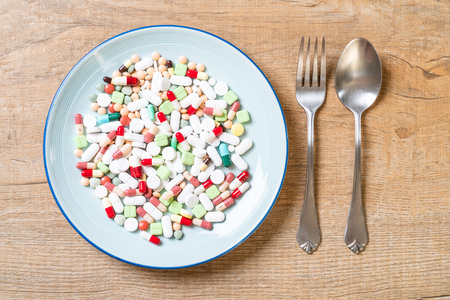 pills ,drugs ,pharmacy ,medicine or medical on plate - healthycare concept Stockfoto