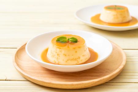 homemade caramel custard pudding with mint Standard-Bild