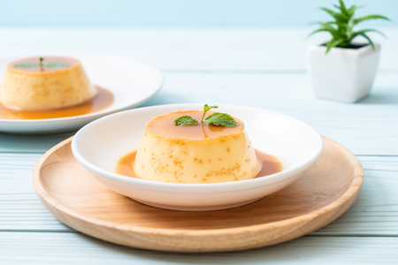 homemade caramel custard pudding with mint 免版税图像