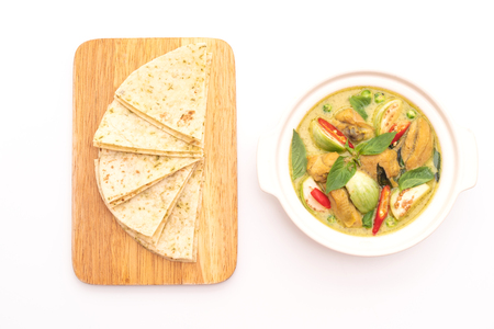 Roti and Green Curry with Chicken isolated on white background Standard-Bild