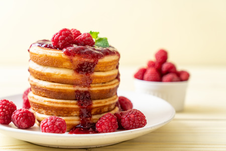 pancake with fresh raspberries and raspberry sauce Banque d'images