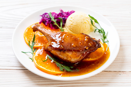 roasted duck leg steak with orange sauce Foto de archivo