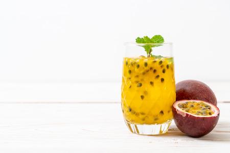 succo di frutto della passione fresco e ghiacciato - bevanda salutare