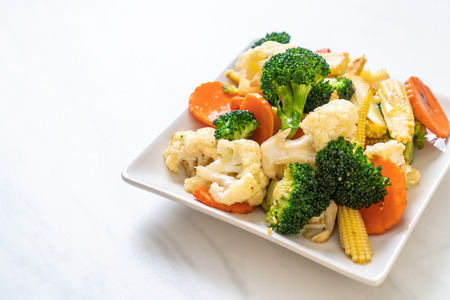 stir-fried mix vegetable - vegan and vegetarian food style Imagens