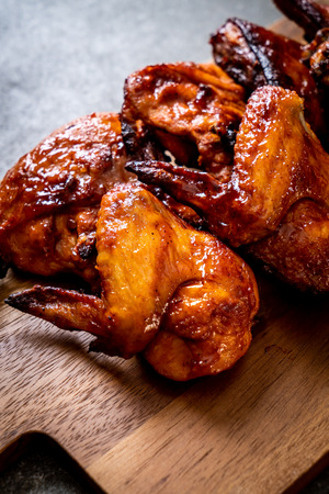 grilled and barbecue chicken on table Standard-Bild