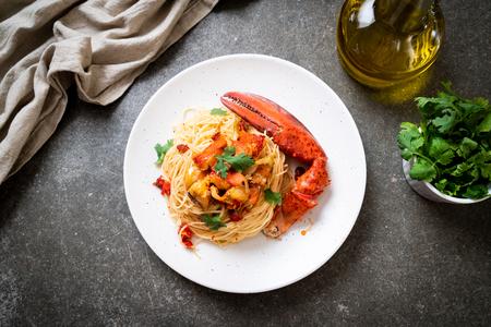 Pasta all'astice o spaghetti all'aragosta - cibo italiano