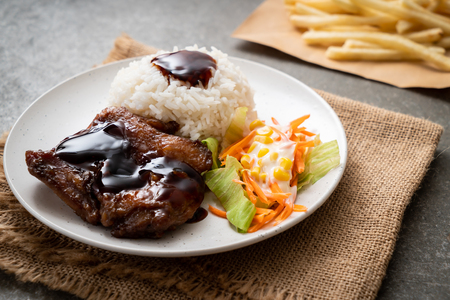 grilled chicken with teriyaki sauce and rice and salad 스톡 콘텐츠