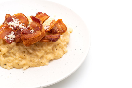 risotto with crispy bacon isolated on white background Imagens