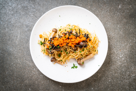 spaghetti with mushrooms, shrimp egg and seaweed  - fusion food style Standard-Bild