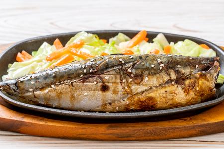 Steak de poisson saba grillé avec sauce teriyaki - style de cuisine japonaise