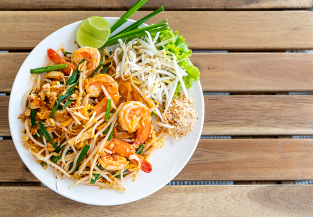 pad thai (stir-fried rice noodles with shrimps) - Thai food