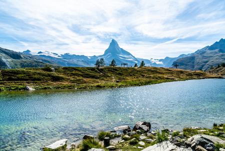 Matterhorn with Leisee Lake in Zermatt, Switzerland Imagens