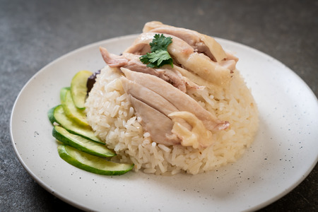 Hainanese chicken rice or steamed chicken rice - Asian food style 免版税图像 - 114333350