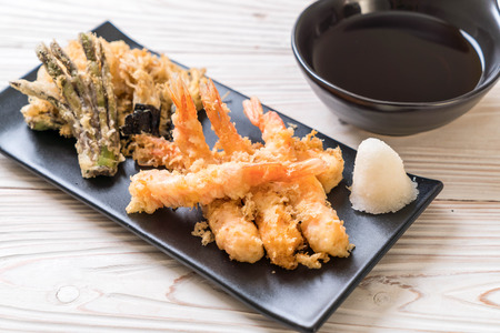 shrimps tempura (battered fried shrimps) with vegetable - japanese food style
