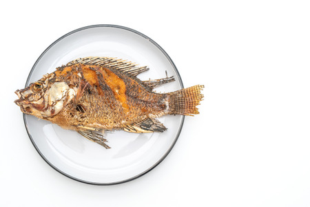 deep fried fish with spicy seafood sauce isolated on white background Foto de archivo