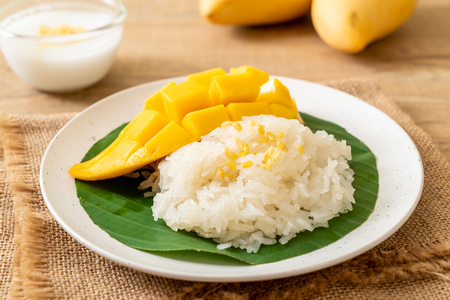 mango with sticky rice -  popular traditional dessert of Thailand Banco de Imagens