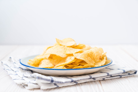 potato chips on plate - unhealthy food 스톡 콘텐츠 - 119245433