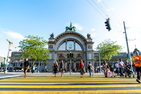 LUCERNE, SWITZERLAND - 2018 AUGUST 27: Views of the famous old railway station gate in Lucerne on August 27, 2018. Lucerne is a famous tourist destination in Switzerland. Banque d'images - 119314164