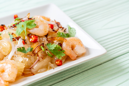 pamelo spicy salad with shrimps or prawns - fusion food style Reklamní fotografie