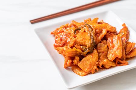 maiale saltato in padella con kimchi - cucina coreana Archivio Fotografico