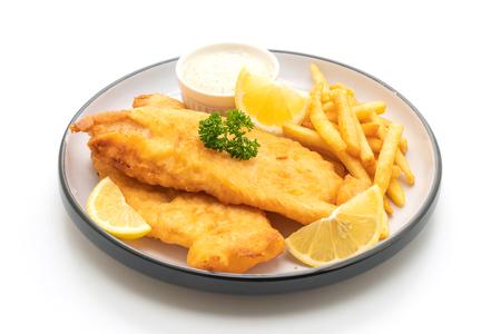 Fisch und Chips mit Pommes Frites lokalisiert auf weißem Hintergrund