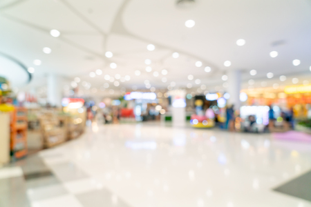 Flou abstrait et centre commercial défocalisé ou intérieur de grand magasin pour le fond
